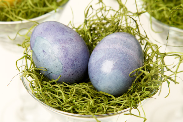 how to use blueberries to dye easter eggs