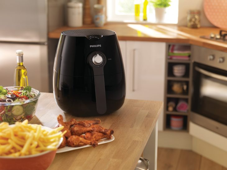 HD9220-26  Philips AirFryer Lifestyle 1