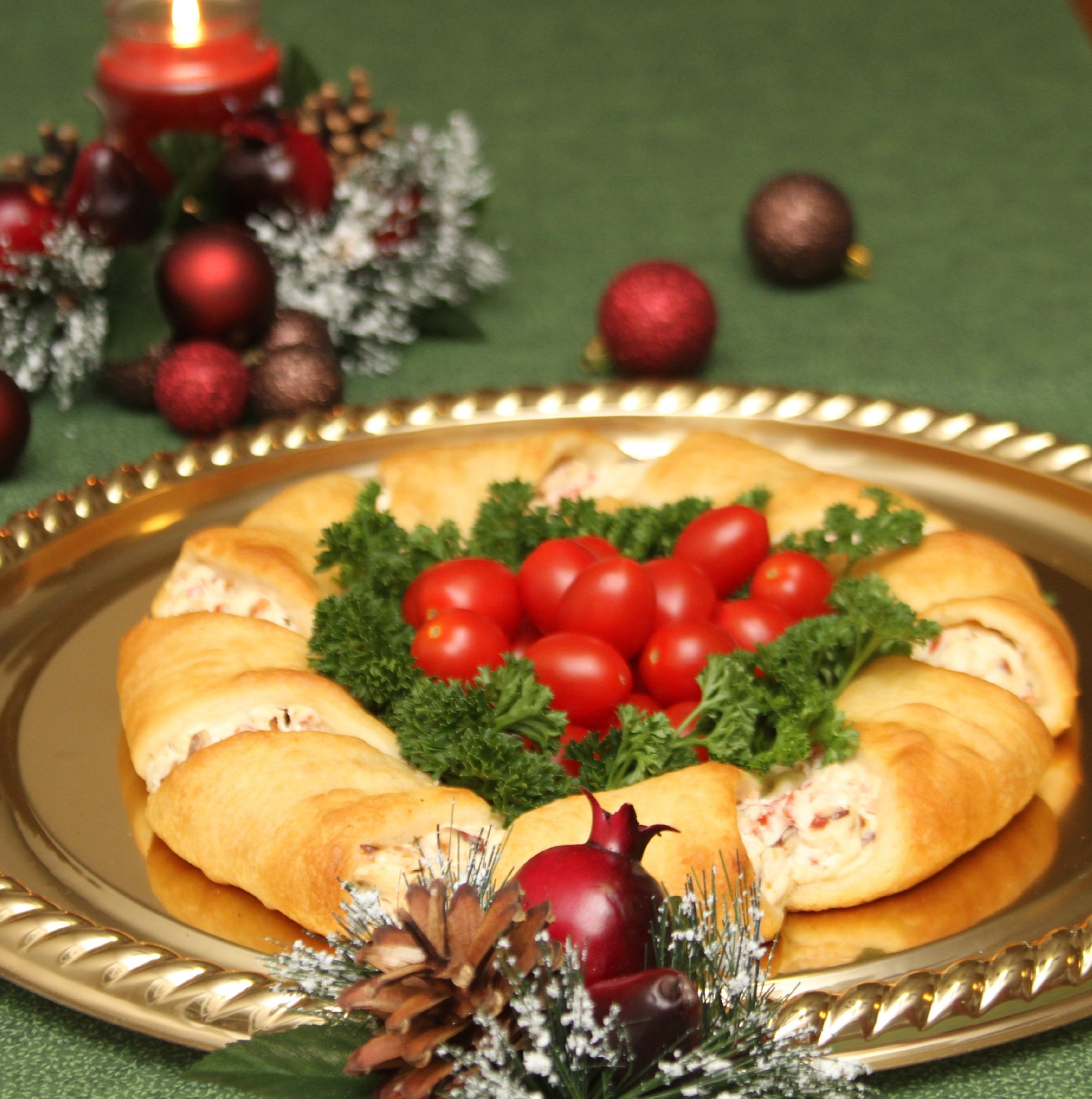 Xmas Appetizers: Christmas Wreath Crescent Rolls Appetizer Recipes