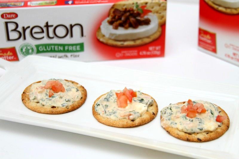 spinach tomato dip on crackers