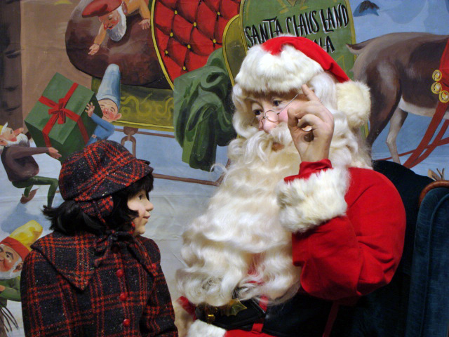 Check out our Top Reason To Visit Santa Claus, Indiana This Holiday!  This Christmas themed city is a fun and ideal destination for winter travel!
