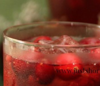 Cran-Raspberry Whiskey Cocktail Is A Party Favorite
