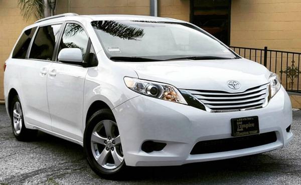 2017-Toyota-Sienna-2