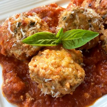 Enjoy these scrumptious baked turkey meatballs without guilt. They come in at only 4 points per serving and when you pair with zucchini noodles you have a delicious, filling low freestyle points meal.