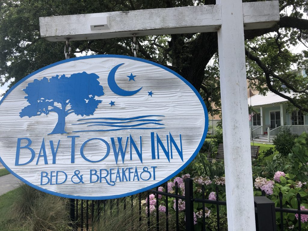 Bay Town Inn Sign
