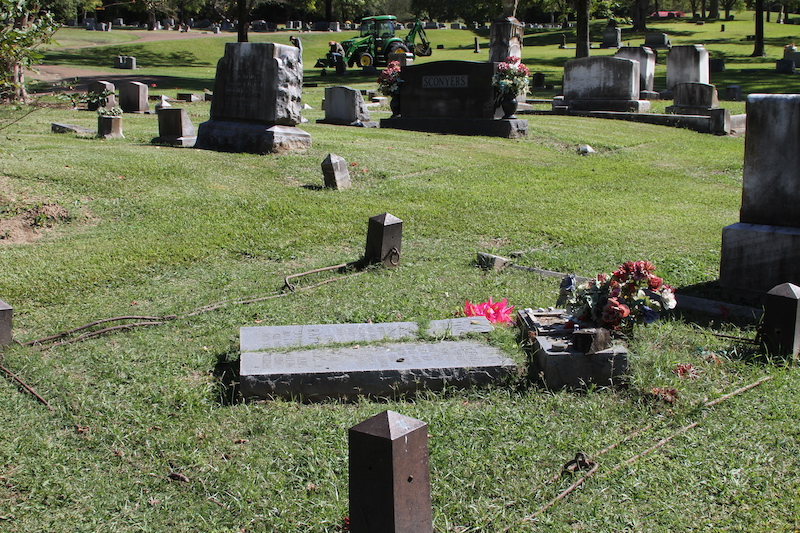 Broken links on witch of yazoo grave site