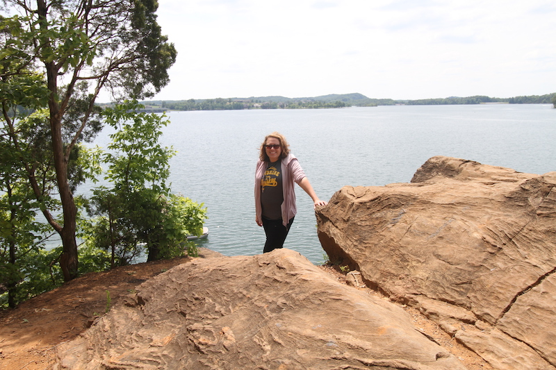 hike to the lake overlook in loudon county