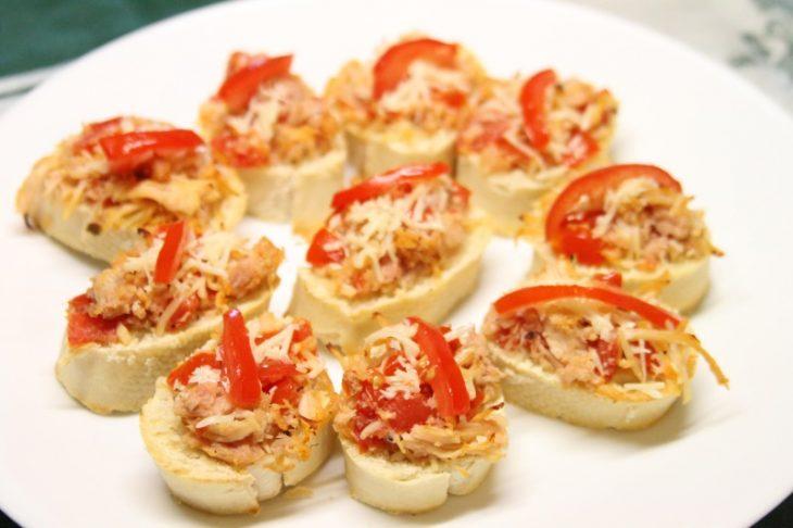 Quick and Easy Chicken Bruschetta Bites