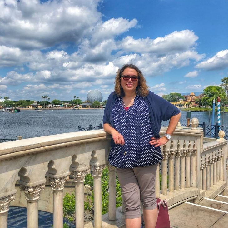 What to wear to Epcot for a day. Comfy shoes are a MUST!