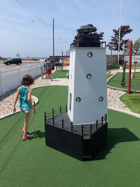 Things to do in ludington - play putt putt golf