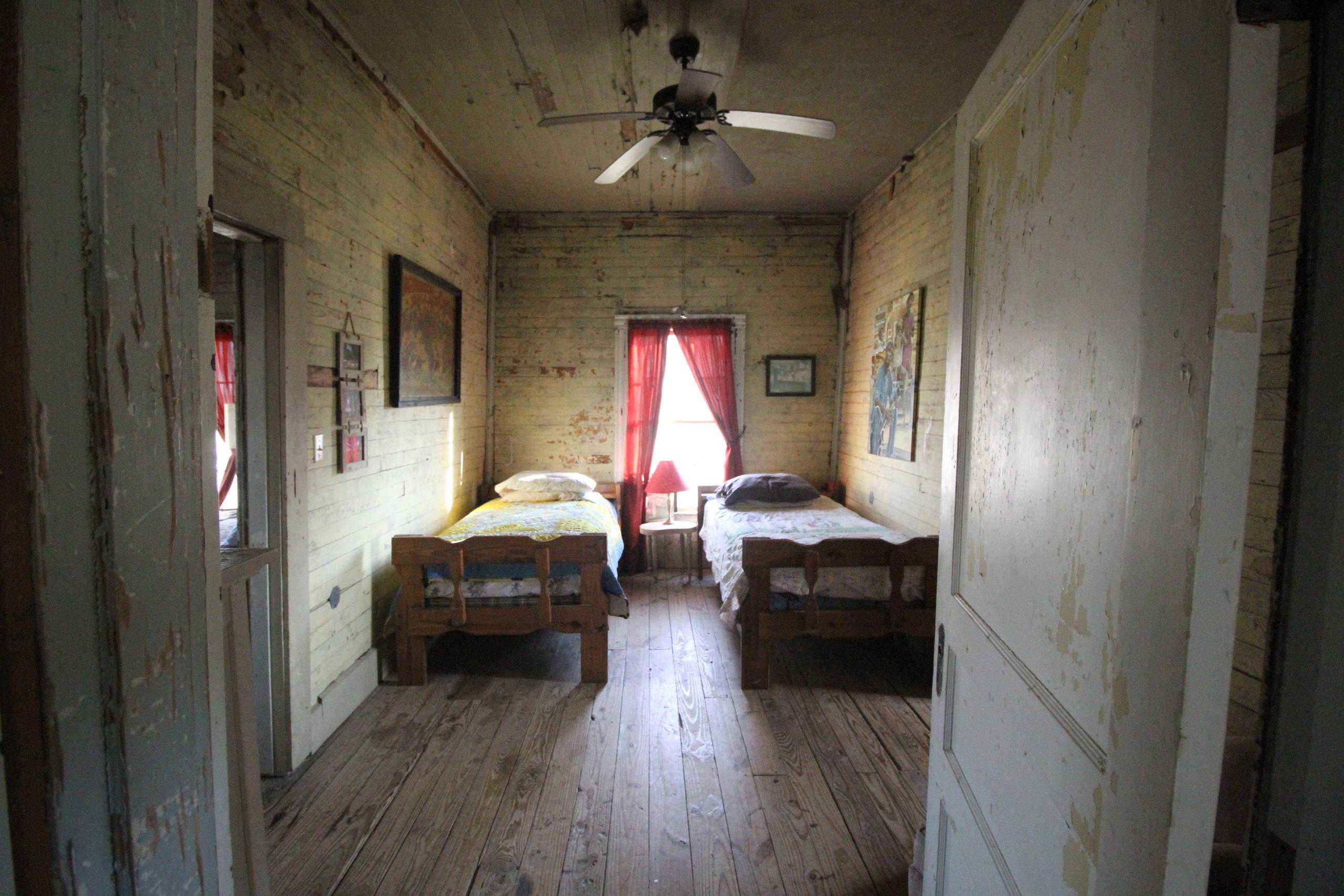 Tallahatchie Flats interior