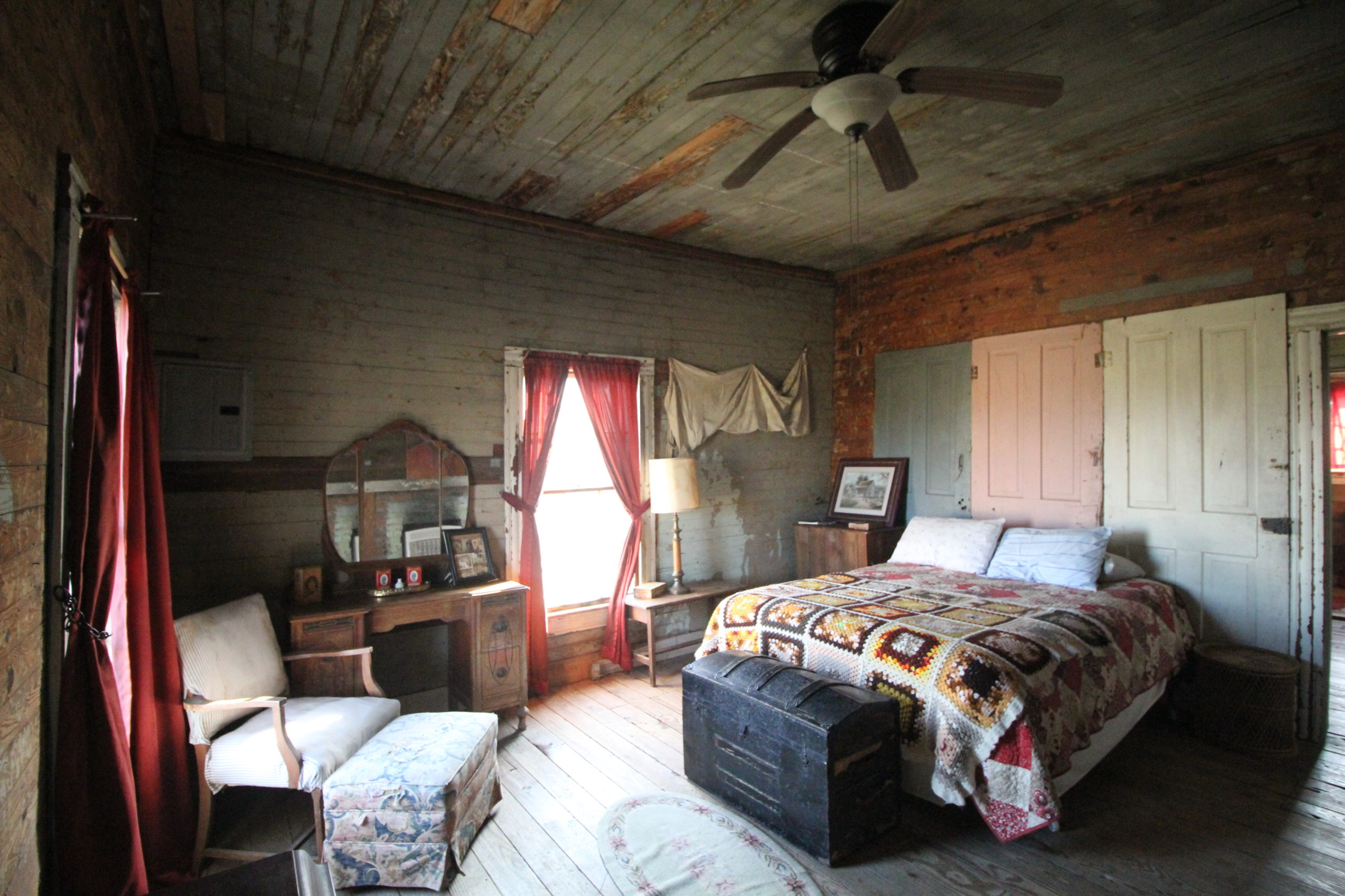 Tallahatchie flats bedroom queen bed