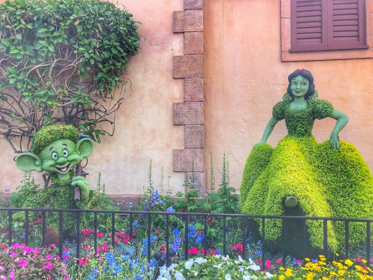 Topiary Disney Flowers Epcot Snow White and Dwarf