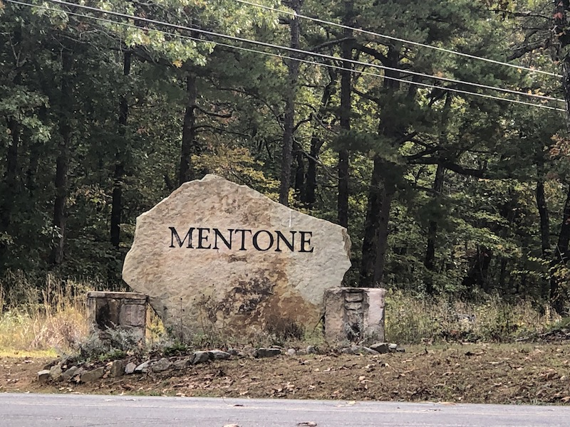 Welcome to Mentone sign