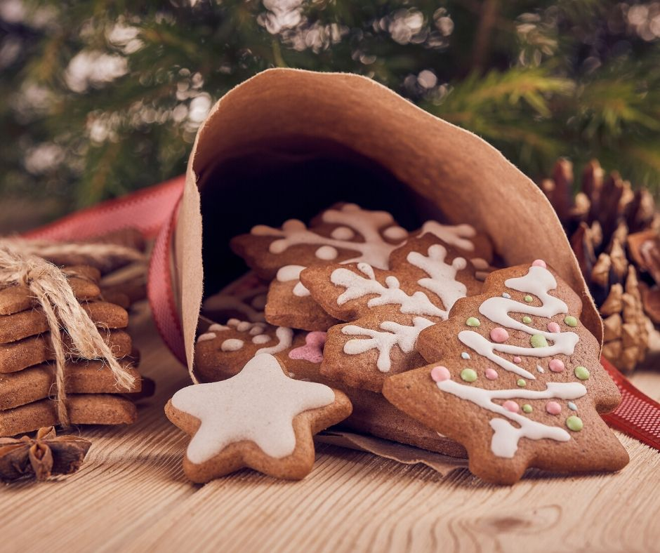 Gingerbread tree and snowflake shaped christmas cookies