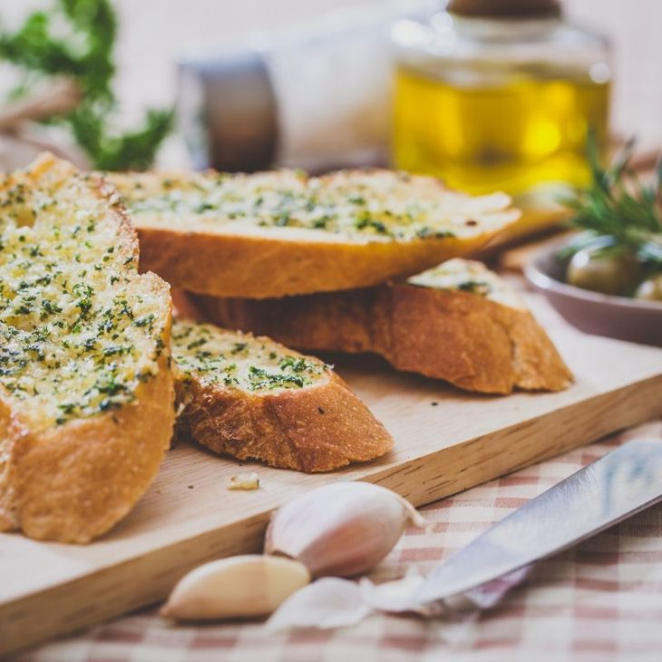 easy cheesy garlic bread 1