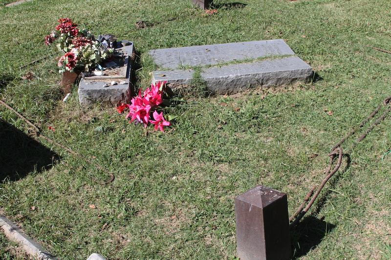 missing links around gravesite